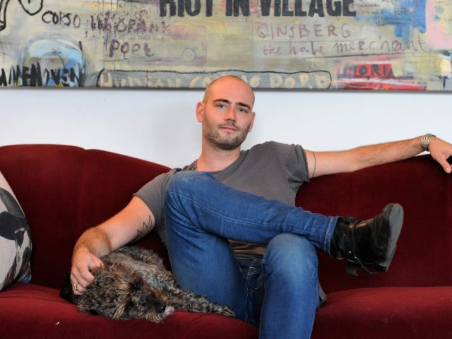 Over kunstenaar Nick Twaalfhoven voor indebuurt.nl
